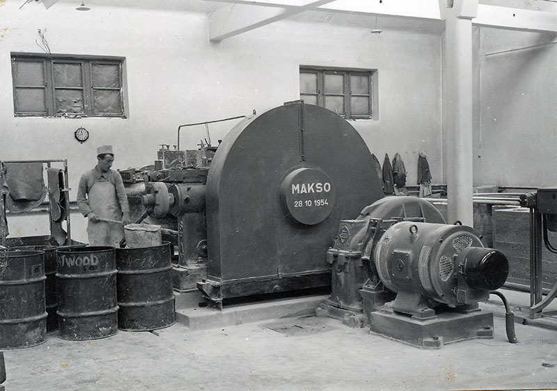 First duble-roll mill (1954)